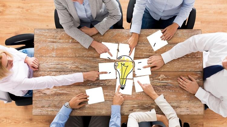 La idea es que cada miembro pueda terminar sus tareas, y compartir y testear los resultados sin tener que esperar al final del proyecto