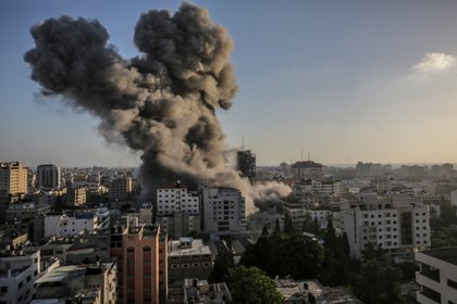 View of the smoke caused after an Israeli attack on the Al-Shorouq tower in Gaza City.