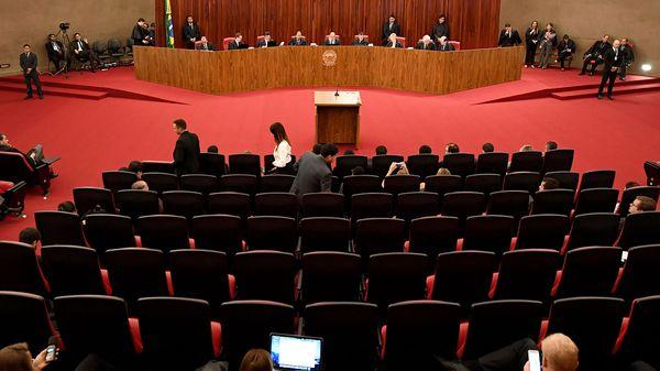 Brasil: Juez instructor pide anular victoria de Rousseff y Temer en 2014