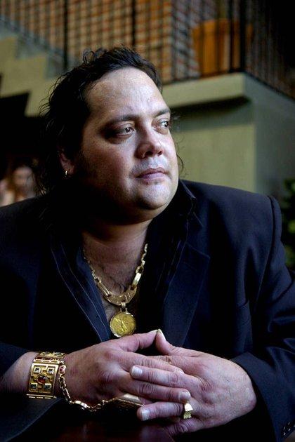 Debutó como cantante a los 20 años y sacó 23 discos (7 con Grupo Trinidad y 16 como solista)