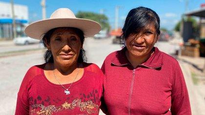 (Lucía Tapia (57) junto a su hermana Elba Choque (52), hijas de Eulogia Tapia)