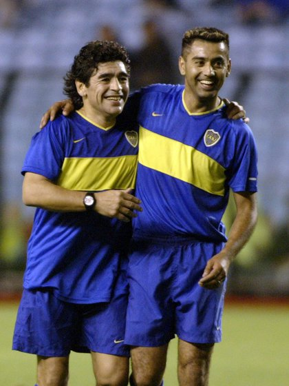 Benetti junto a Diego Armando Maradona en la Bombonera (Foto NA: Santiago Pandolfi)