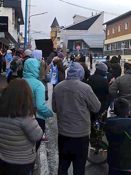 Manifestantes protestaron en Ushuaia en contra de la cuarentena