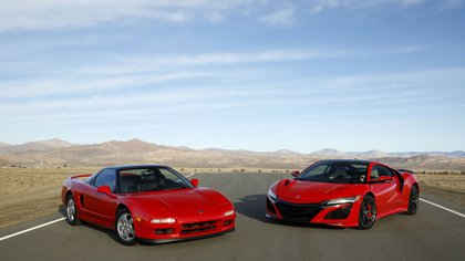 Las dos generaciones del Honda NSX en color rojo (Honda)