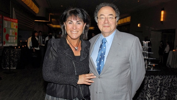 Honey y Barry Sherman en agosto de 2010. Eran unos reconocidos filántropos de Canadá. Su asesinato conmovió a la opinión pública y la alta sociedad de Toronto (AP)