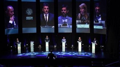 Los cinco candidatos que debatieron en 2015. Daniel Scioli dejó el atril vacío (Nicolas Stulberg)