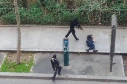 Los jihadistas que atacaron la redacción del semanario satírico Charlie Hebdo en enero de 2015. REUTERS/Handout via Reuters TV