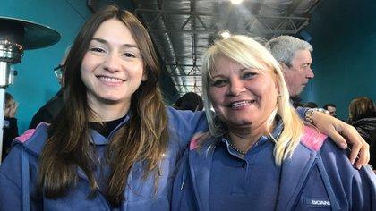 Virginia Melchor y Alejandra Aguitte son conductores de camiones