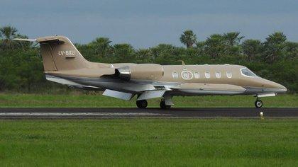 El avión, modelo Learjet 35 y con matrícula LV-BXU, con el que se accidentaron los cuatro tripulantes (Cristian Martínez - aeropuertoformosa.blogspot.com)