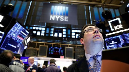 Después de anotar su peor caída desde 1987, Wall Street se permitió un fuerte repunte.