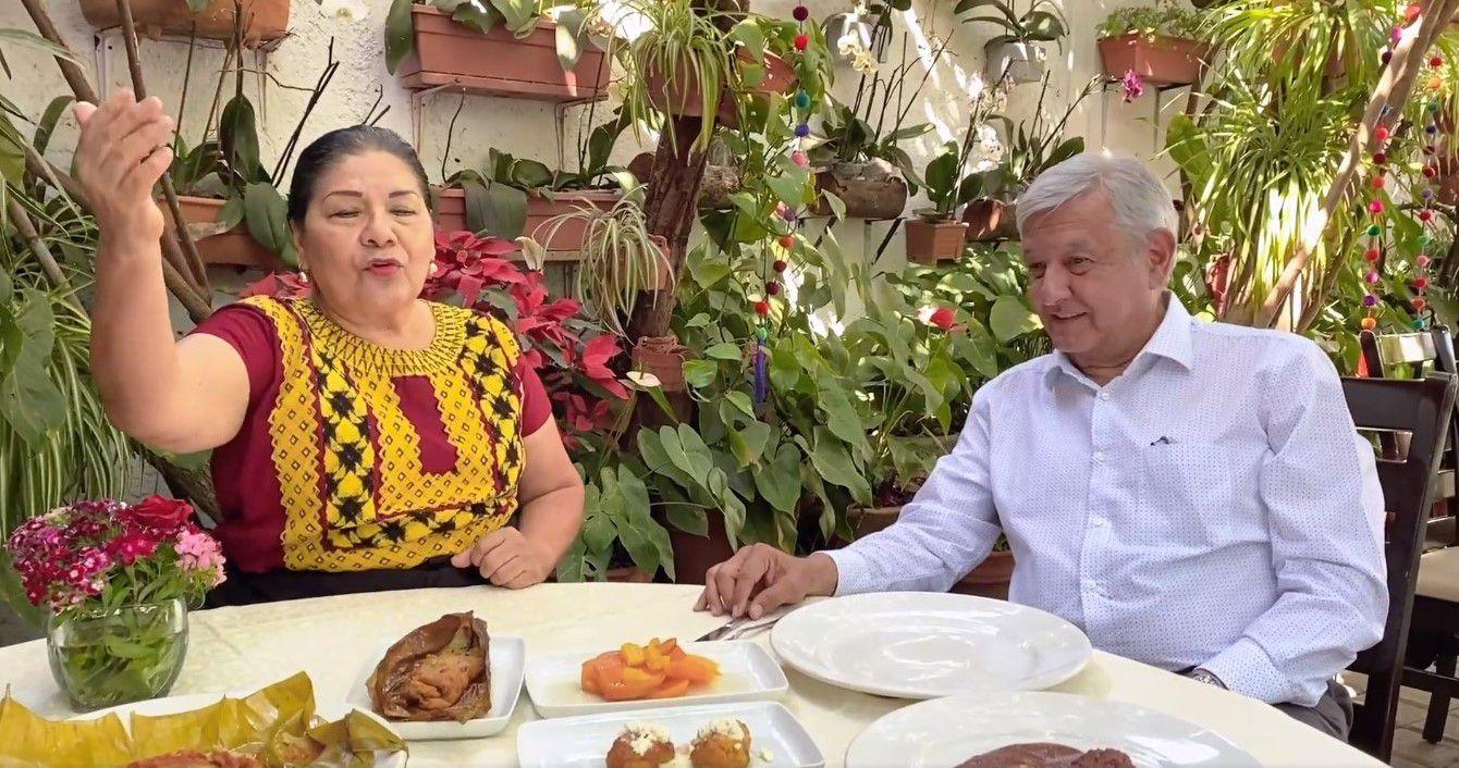 El presidente dio la oportunidad de que Esperanza hablara de la comida típica de Oaxaca durante el video (Captura: Facebook/Andrés Manuel López Obrador)