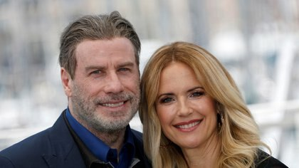 John Travolta y Kelly Preston durante una sesión de fotos para la película Gotti en Cannes, Francia, el 15 de mayo de 2018 (Reuters)