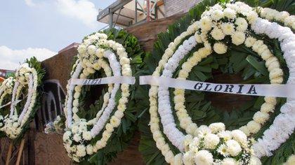 Familiares colocaron coronas de flores con los nombres de las víctimas del colegio Rébsamen (Foto: Cuartoscuro)