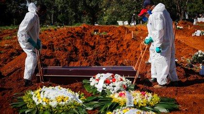 Por el impacto del COVID-19, las muertes ya superan a los nacimientos en Río de Janeiro, Porto Alegre y otras 10 ciudades de Brasil