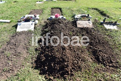 Dos operarios llevaron el cajón y un sepulturero se encargó del entierro del odontólogo