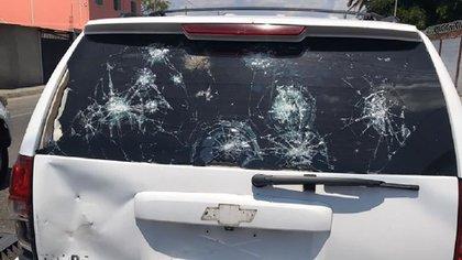 Los impactos de bala en la camioneta que trasladó a Guaidó