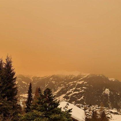 Los Alpes bajo el cielo amarillo
