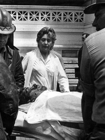 El 8 de noviembre de 1985 Alejandro Puccio saltó desde el quinto piso de tribunales. Intentó suicidarse cuatro veces. Murió a los 49 años jurando su inocencia