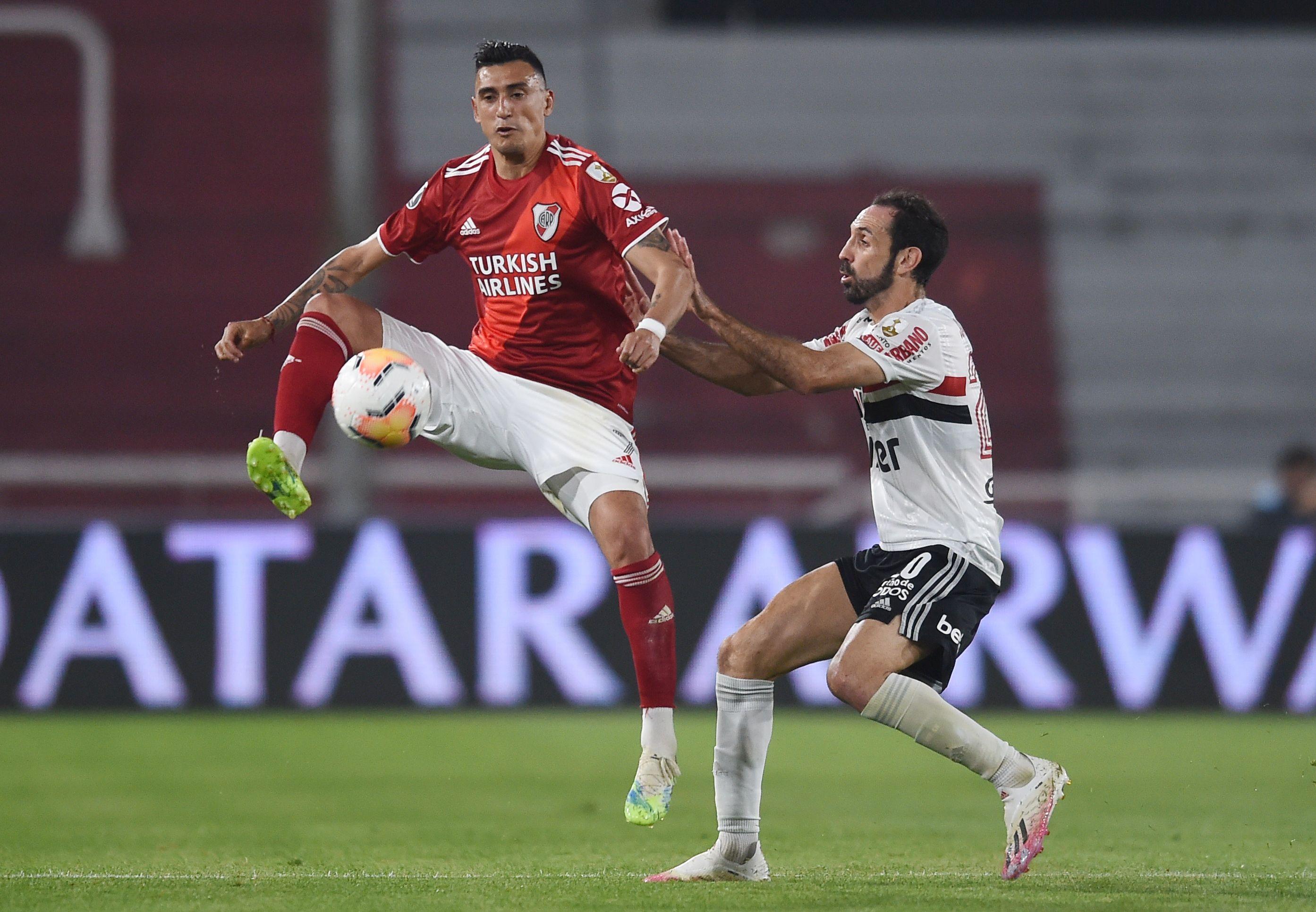 San Pablo y Santos sondearon por el pase del delantero de River Plate, Matías Suárez (REUTERS/Marcelo Endelli)