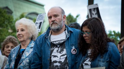 Sergio Maldonado, junto a su esposa Andrea Antico y Estela de Carlotto (Martín Rosenzveig)