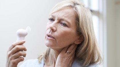 La menopausa casi siempre es un evento natural que ocurre normalmente entre las edades de 45 y 55 años. Después de la menopausia, una mujer ya no puede quedar embarazada (Shutterstock)