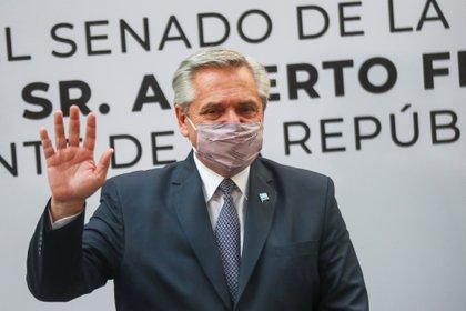 En el Patio del Federalismo de la Cámara de Senadores, el presidente de argentina fue recibido por senadores y senadoras de México. (Foto: REUTERS/Henry Romero)