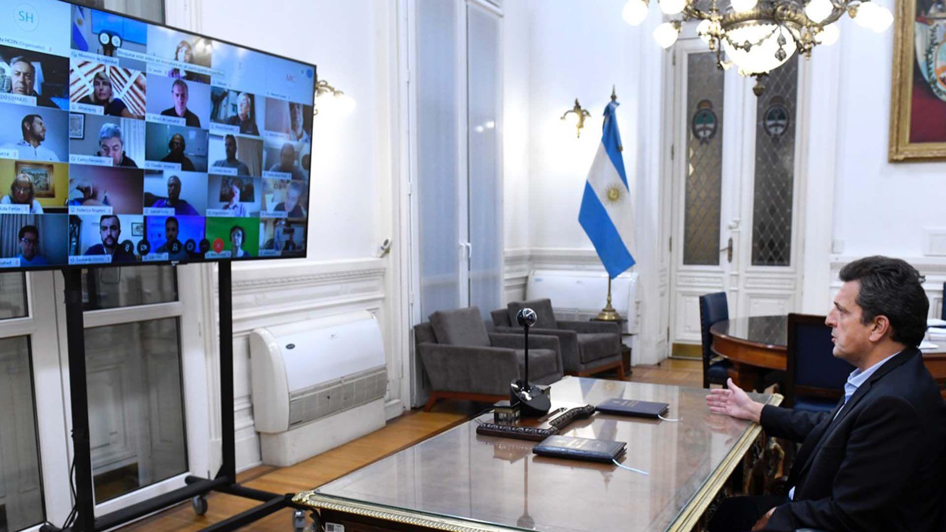 El presidente de la Cámara de Diputados, Sergio Massa, durante una de las reuniones que realizó con diputados del bloque del Frente de Todos