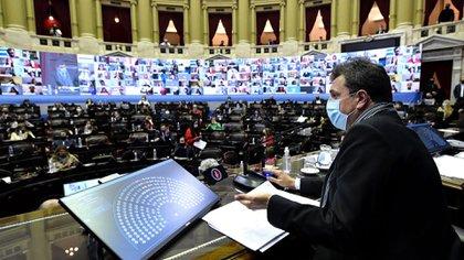 La sesión del 1 de septiembre a la que asistieron de forma presencial los diputados de la oposición