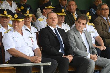 Berni junto a su predecesor Cristian Ritondo, en el último acto por el aniversario de la Policía Bonaerense (Maximiliano Luna)