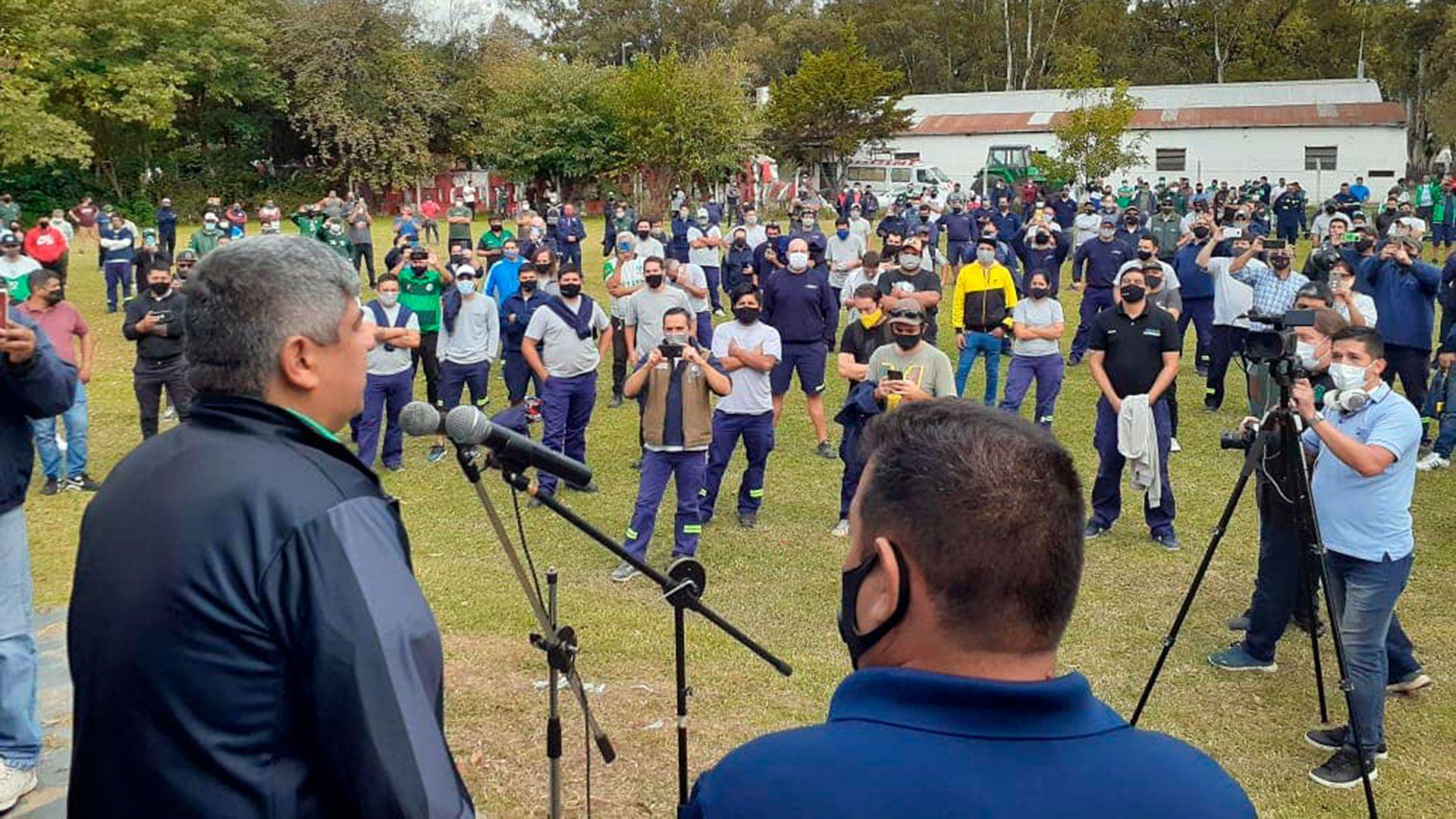 Pablo Moyano encabeza una asamblea de trabajadores de Walmart