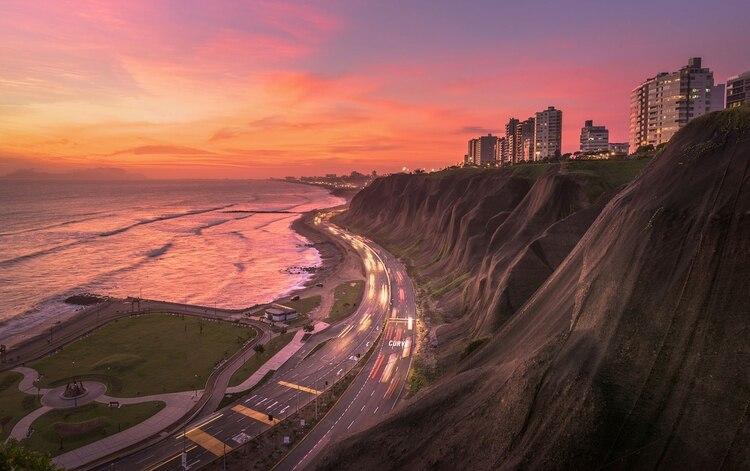 Lima, frente al Océano Pacífico, está construida sobre un desierto y no cuenta con muchas alternativas para el suministro de agua (Shutterstock)