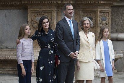 La familia con la Reina Sofía en la misa de Resurrección en Palma de Mallorca (AFP)