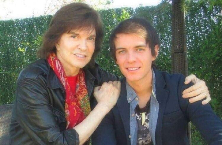 Camilo Sesto junto a su único hijo, Camilo Blanes, quien ha seguido sus pasos en el mundo de la música (Foto: Camilo Blanes México)