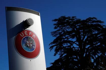La UEFA intenta impedir que haya un abandono masivo en las ligas europeas por el coronavirus (REUTERS)