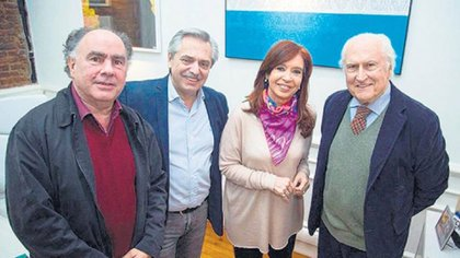 "Fernando ""Pino"" Solanas junto a Cristina Kirchner, Alberto Fernández y Mario Cafiero"