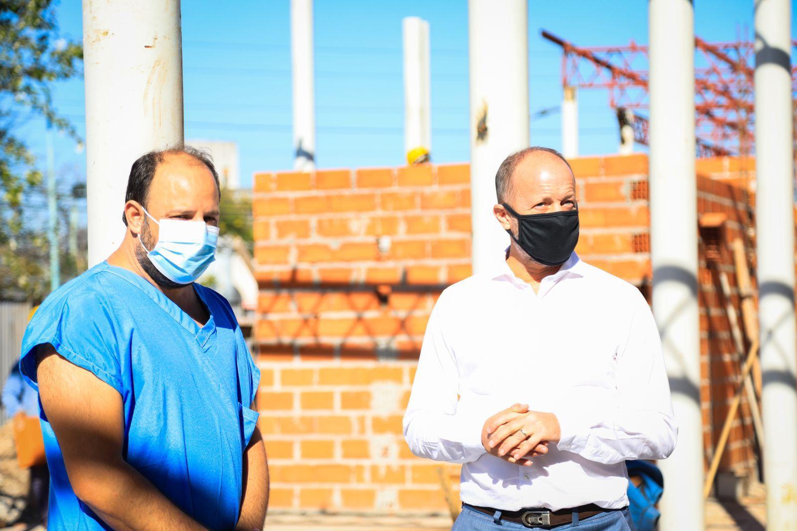 Mariano Ortega Soler, secretario de Salud de Lomas de Zamora, junto al jefe de Gabinete bonaerense, Martín Insaurralde