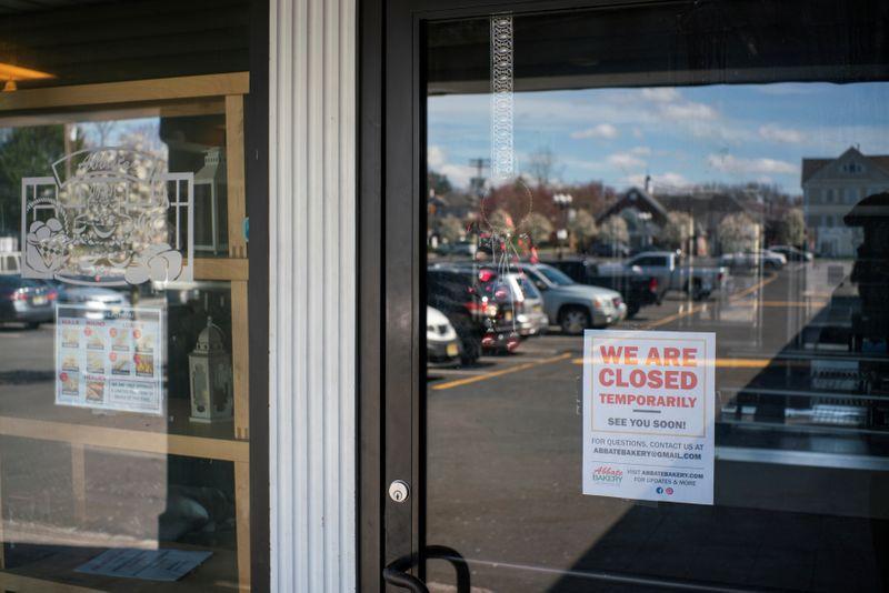 Foto del miércoles de una tienda en Nueva jersety cerrada como consecuencia del brote de coronavirus.  Abr 1, 2020  REUTERS/Eduardo Munoz