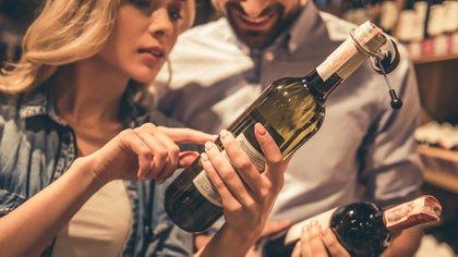 Son muchas las opciones para elegir un vino adecuado (Getty)