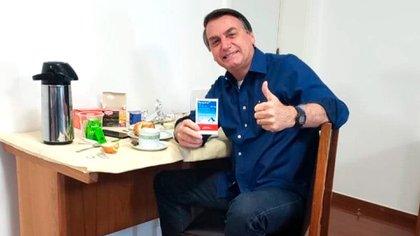 Finalmente, el presidente brasileño Jair Bolsonario dio negativo en el último test de coronavirus, tras padecer por dos semanas la enfermedad (@jairbolsonaro)