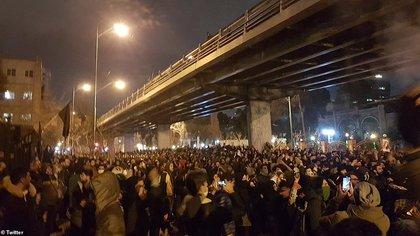 Irán se ha visto envuelto en protestas contra el régimen del Ayatollah Khamenei desde que se supo la noticia que fueron los mismos Guardianes de la Revolución que derribaron el avión. (Twitter)
