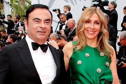 Carlos Ghosn, presidente y CEO de la Alianza Renault-Nissan, y su esposa Carole posan. Fotografía tomada el 26 de mayo de 2017. (REUTERS / Jean-Paul Pelissier / File Photo)