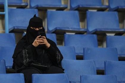 Una aficionada durante la Supercopa italiana entre Juventus y Lazio en Riad, Arabia Saudita