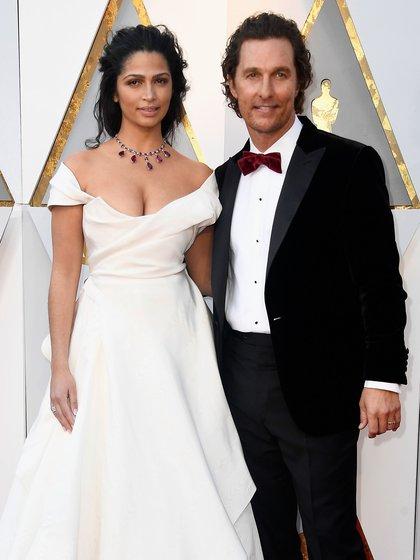 Camila Alves y Matthew McConaughey en los premios Oscar (AFP)