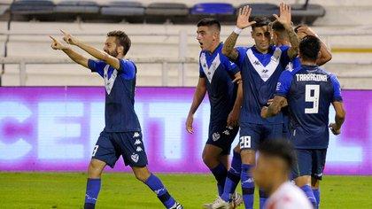 Vélez-Huracán, planificado para las 19:15 de este viernes, se adelantó una hora: jugarán a las 18 (FotoBaires)