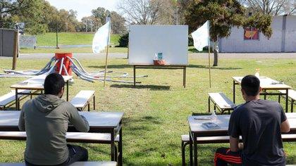 El gobierno porteño propone que un grupo acotado de alumnos tengan clases al aire libre