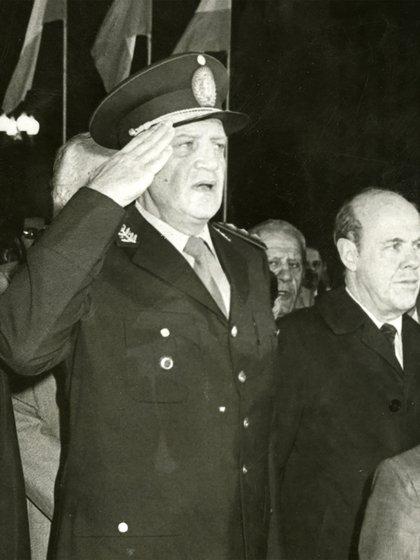 Galtieri y Costa Méndez en la Plaza de Mayo el 10 de junio de 1982