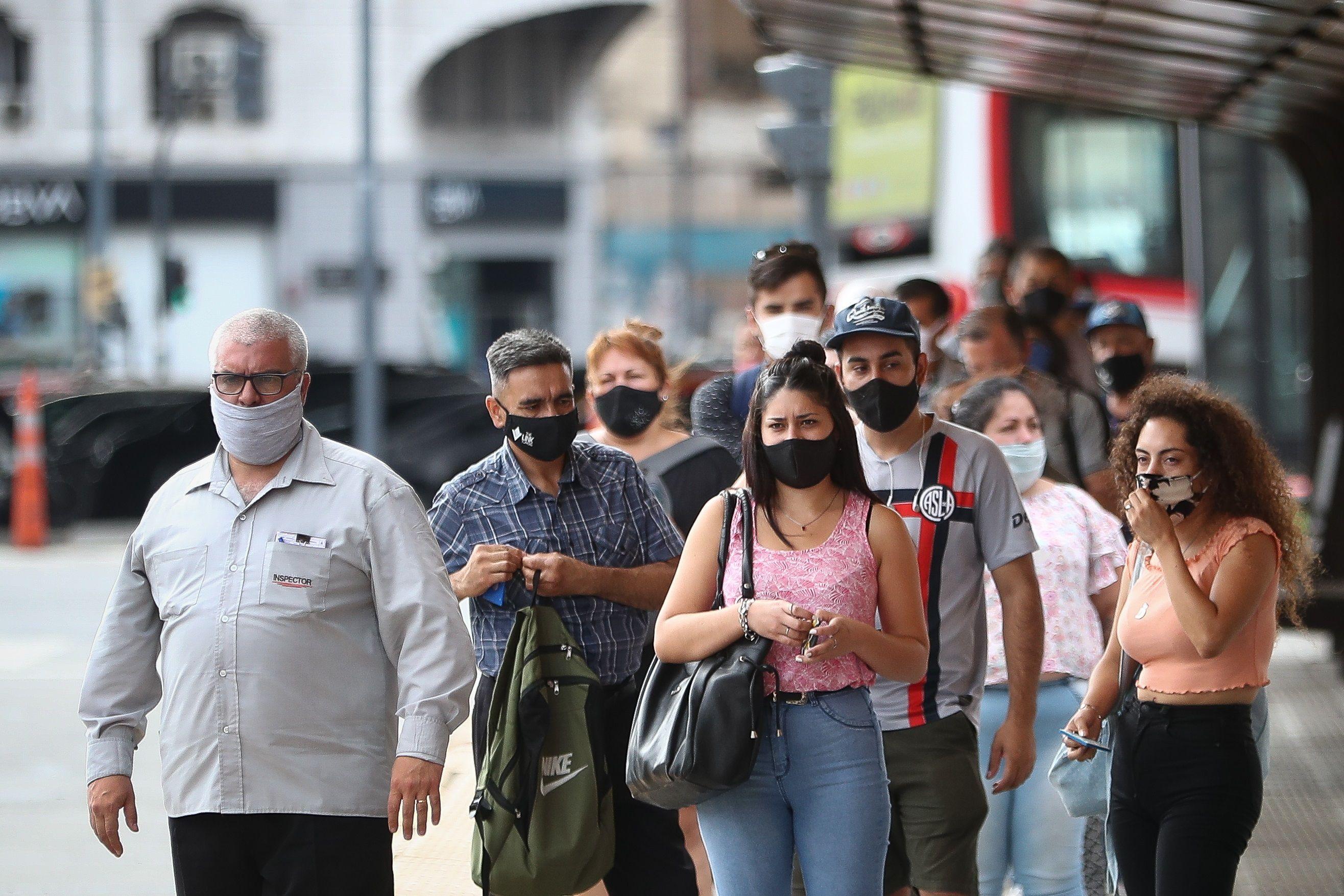 El aumento de los casos preocupa a los tres gobiernos, que concidieron en que deben tomar medidas con urgencia  (EFE/ Juan Ignacio Roncoroni/Archivo)