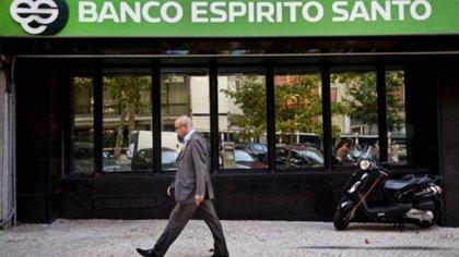 El Banco Espirito Santo fue sospechado de lavado de dinero en Miami, la sucursal con la que operó Sarleaf. Fue disuelto por el gobierno de Portugal en 2014.
