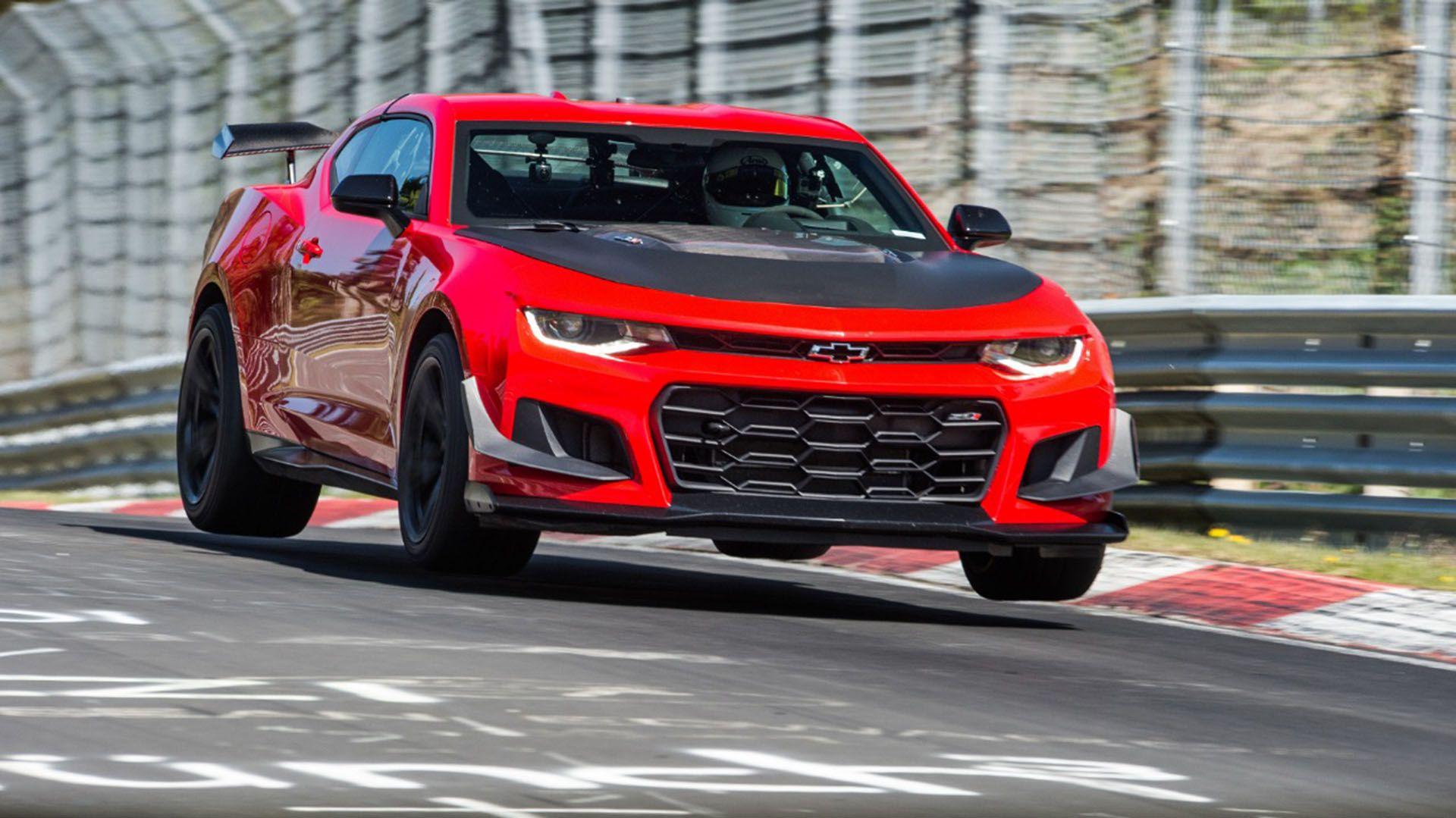 La sexta generación, presentada en ocasión del 50 aniversario del modelo, trajo el Camaro más furioso de la historia (Prensa General Motors)