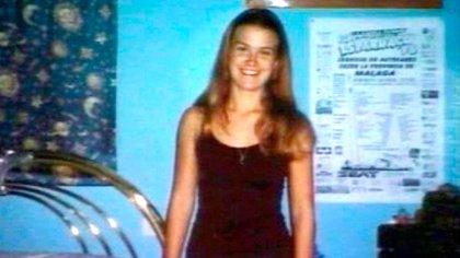 El 2 de noviembre, en un terreno detrás del restaurante El Rodeíto apareció el cadáver de Rocío desnudo y en mal estado. Los forenses dictaminaron que tenía nueve puñaladas y que había sido rociado con líquido inflamable y quemado (Shutterstock)
